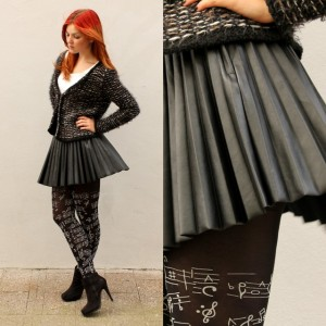 Battle of the outfits Zwart leatherlook plooirokje thumb