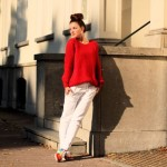 Outfit – Rood, wit en sneakers