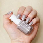 essie Take It Outside en Konad nail art