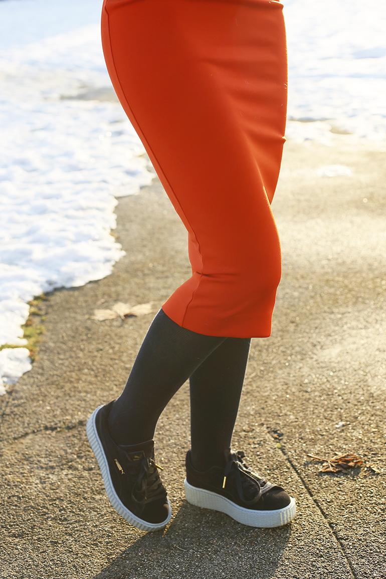 colourblocking, colorblock, puma by rihanna, puma creepers, neon knit, neon trui, kokerrok, rode rok, fashionblogger, fashion is a party, sneeuw, arnhem, gele trui, groene trui, donkerblauwe maillot, ijlst, zondagplannen, colorblocking trend, sneakers