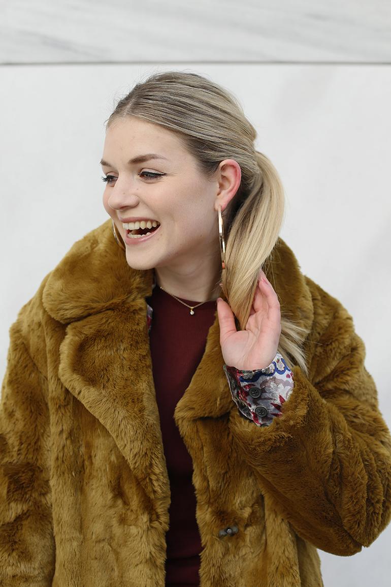 faux fur jas, faux fur coat, mango, zara, bordeux jurk, fluwelen blazer, bloemenprint, western enkellaarzen, gouden creolen, fashion blogger, fashion is a party, arnhem, marmer, stuff you didn't know about me, mango jas, velvet blazer