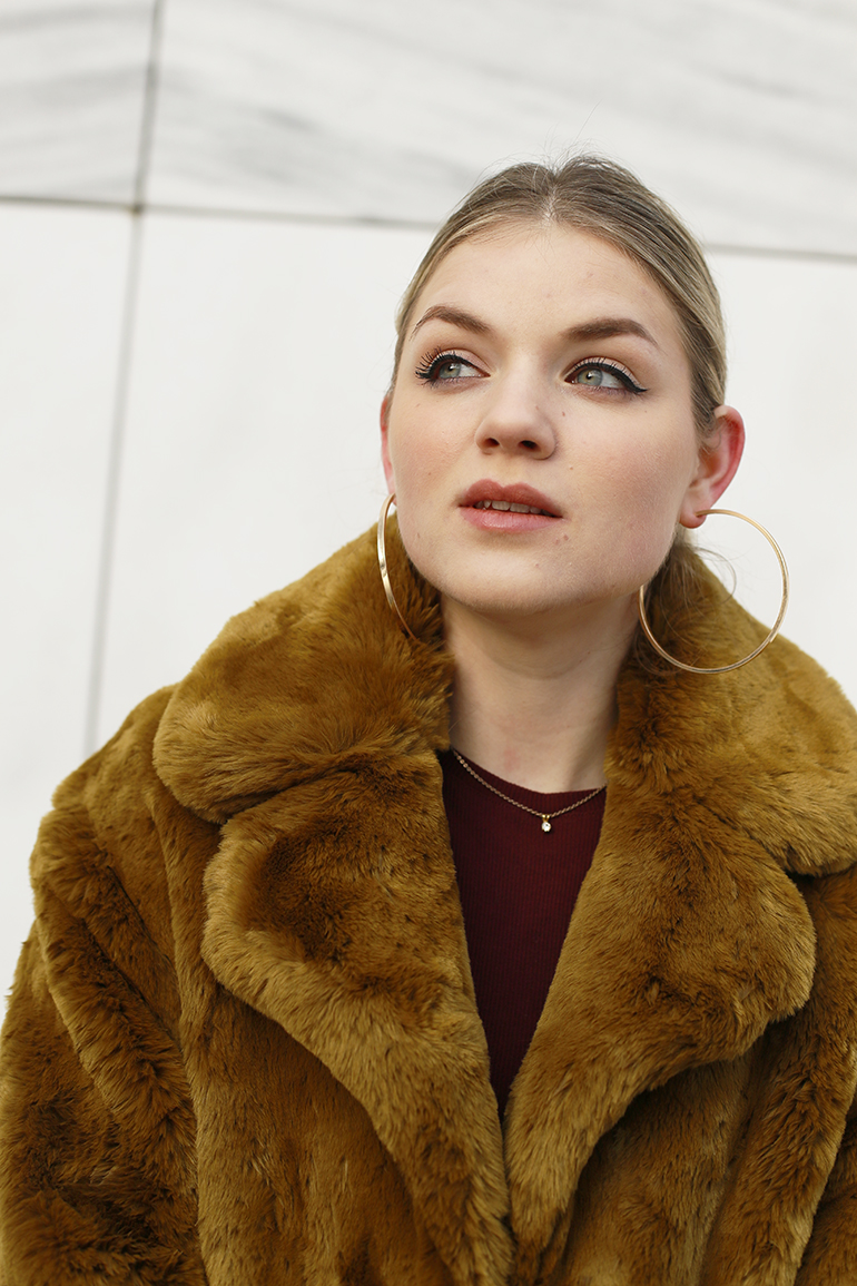 faux fur jas, faux fur coat, mango, zara, bordeux jurk, fluwelen blazer, bloemenprint, western enkellaarzen, gouden creolen, fashion blogger, fashion is a party, arnhem, marmer, stuff you didn't know about me, mango jas, velvet blazer