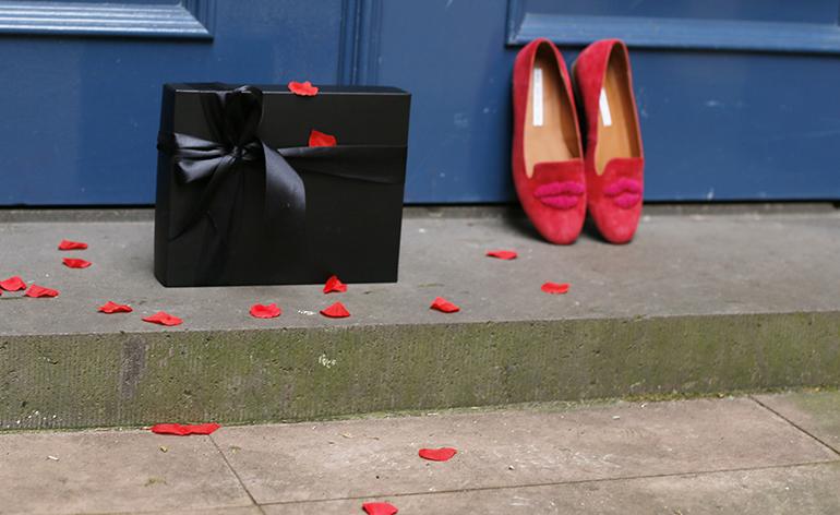 valentijnsdag pakistan, uiteten, autoritair, h&m trend, & other stories, valentine's day, valentijnsdag, fashionblogger, fashion is a party, kasteel doorwerth, loveshoot, loafers, pantalon, rode trui, nepwimpers, valentijnskado, valentijnsdag opgelegd, valentijnsdag commercieel,
