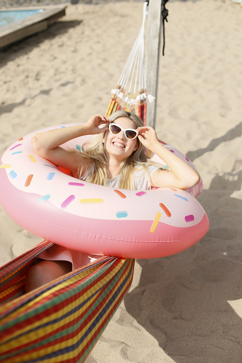 scapino, scapino vakantiegekte, opblaasitem, opblaasbaar luchtbed, opblaasitems, opblaasbare flamingo, opblaasbare donut, opblaasbaar ijsje, opblare unicorn, fashionblogger, rose's arnhem, hangmat, zomeroutfit, scapino campagne, fashion is a party, winactie,