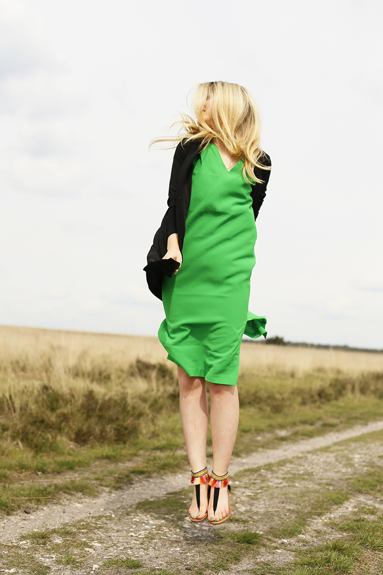 green dress, groene jurk, sandalen met kwastjes, fashionblogger, fashion is a party, didi, monki, jurk groen, de hoge veluwe, arnhem, vanharen, sale, summer sale, cluse watch, godly armband