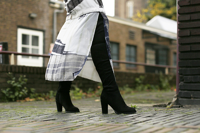 split dress, maxi-jurk, h&m trend, vanharen, overknee laarzen, fashionblogger, fashion is a party, velvet jack, fluwelen jack, cos, overknee boots, laarzen laarzen, grungy, jurk met split