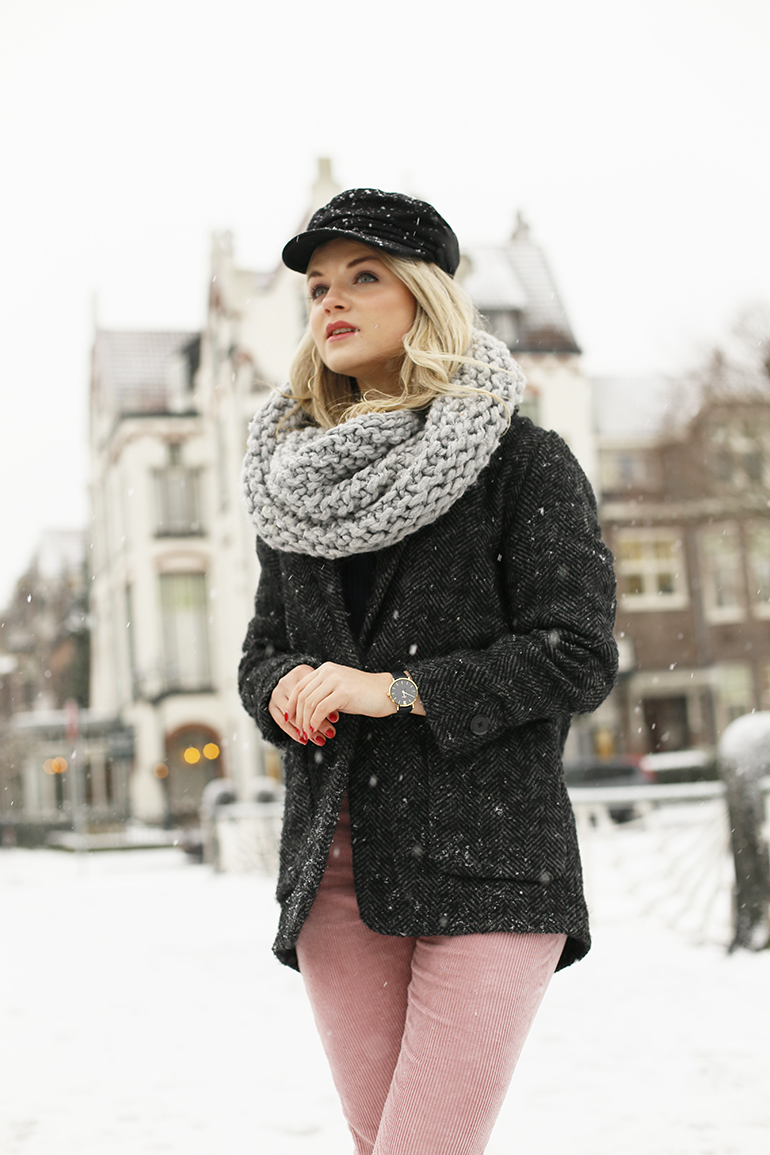 white winter, cluse horloge, brandfield, corduroy broek, schipperspet, cirkelsjaal, dr. martens, arnhem, fashionblogger, fashion is a party, rosefield horloge, kerstkado, brandfield, fashionblogger