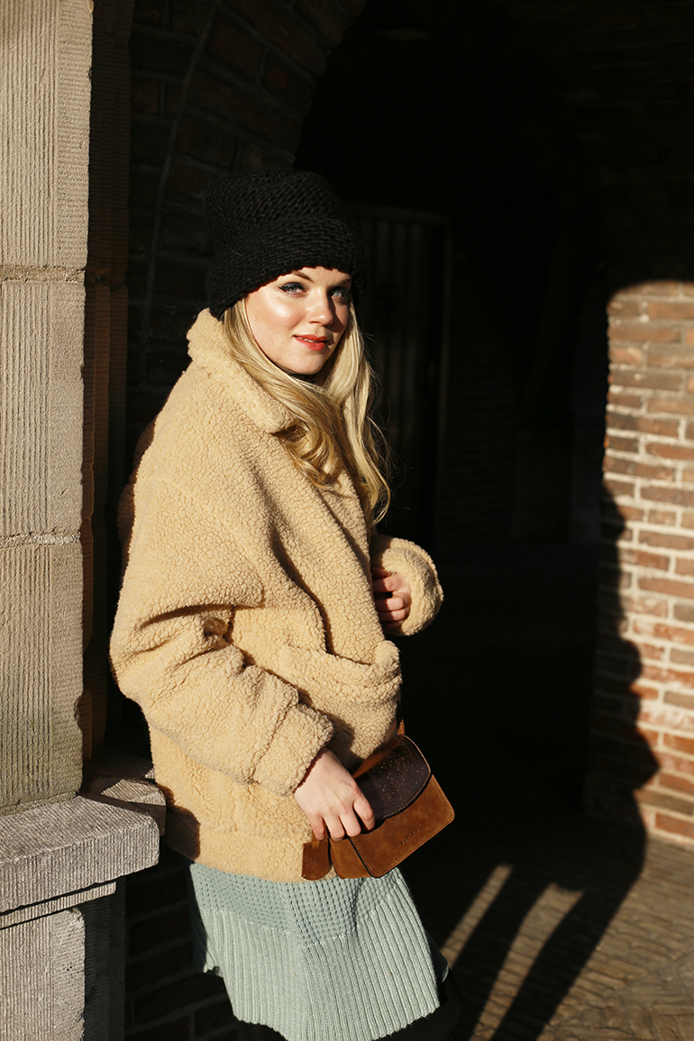 teddy coat, teddyjas, fashion blogger, fashion is a party, dr. martens, brandfield, burkely, crossbody bag, muts, winteroutfit, arnhem, lente, heuptas, handtas, laptoptas, festivaltas, shopper