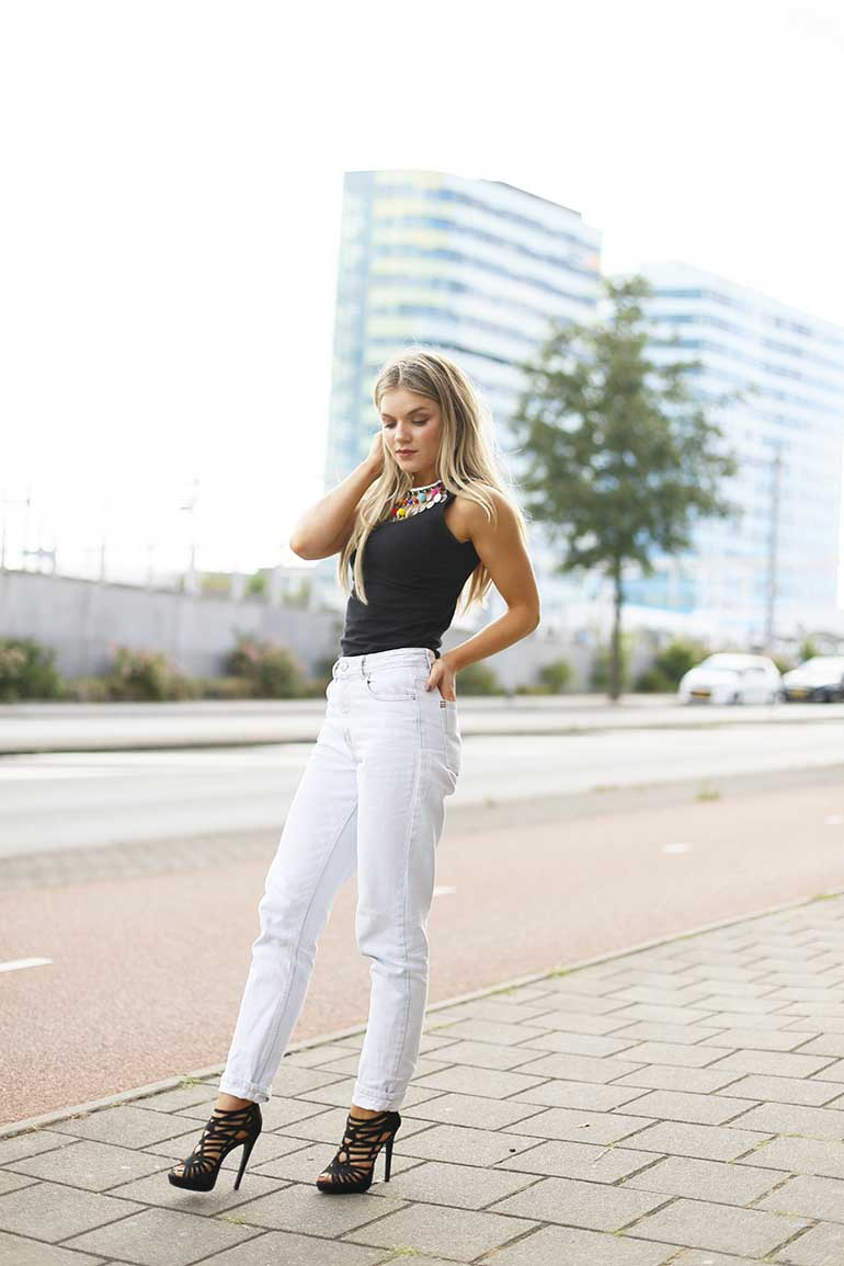 mom jeans, pompom's, pompom choker, fashionblogger, fashion is a party, vanharen, stiletto's, zwarte pumps, zwarte hakken, milk & blush, hairextensions, ibiza necklace, ibiza choker, bikini, zomerweer, zomeroutfit