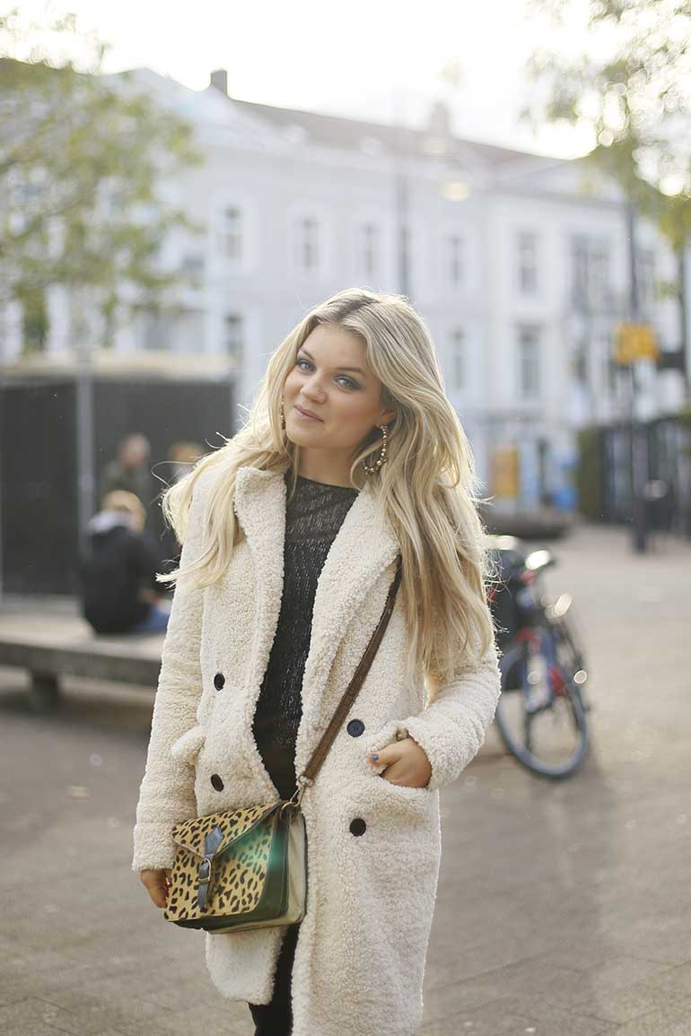 teddy jas, my jewellery, teddy coat, crème teddy jas, chelsea boots, leopard bag, luipaardtas, arnhem, fashion blogger, milk & blush, hairextensions, winterjas, herfstjas,